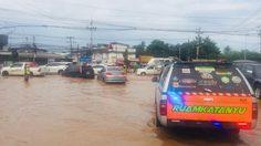 ฝนตกหนักที่จังหวัดลพบุรี ทำน้ำท่วมถนนหลายสาย