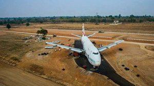 ฮือฮา! เครื่องบินโบอิ้ง 747 โผล่กลางไร่มันเมืองโคราช