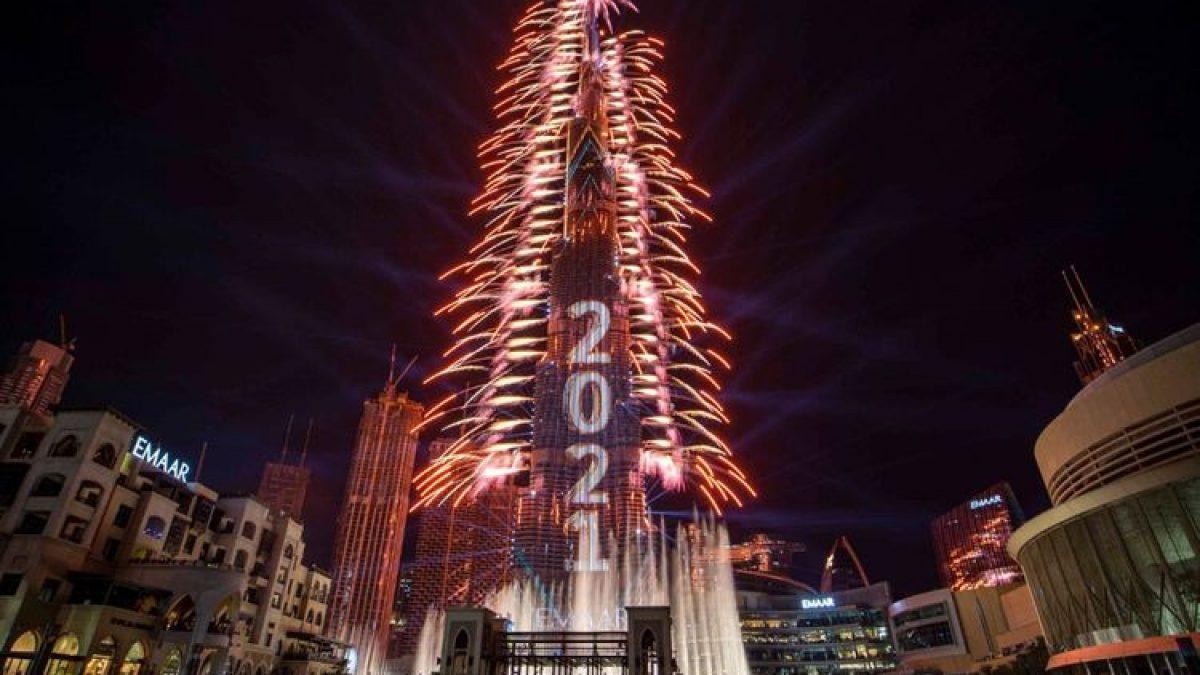 นาที ตึกเบิร์จคาลิฟา ดูไบ ปล่อยพลุ Countdown ปีใหม่ 2021 สุดอลังการ