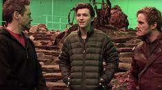 โทนี สตาร์ก, ปีเตอร์ ปาร์เกอร์ และ ปีเตอร์ ควิลล์ พร้อมแล้วในกองถ่าย Avenger: Infinity War ในคลิปล่าสุด