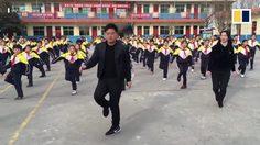ผอ.โรงเรียนนี้ไม่ธรรมดา โชว์สเต็ปเต้นนำนักเรียนจีน ออกกำลังกาย