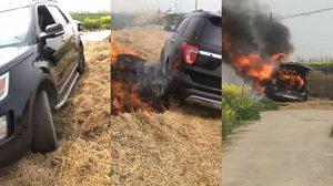 รถ SUV ติดแหง็กบนกองฟาง เจ้าของรถเลยจุดไฟเผา แต่ไฟลามไหม้วอดไปทั้งคัน…..!!!