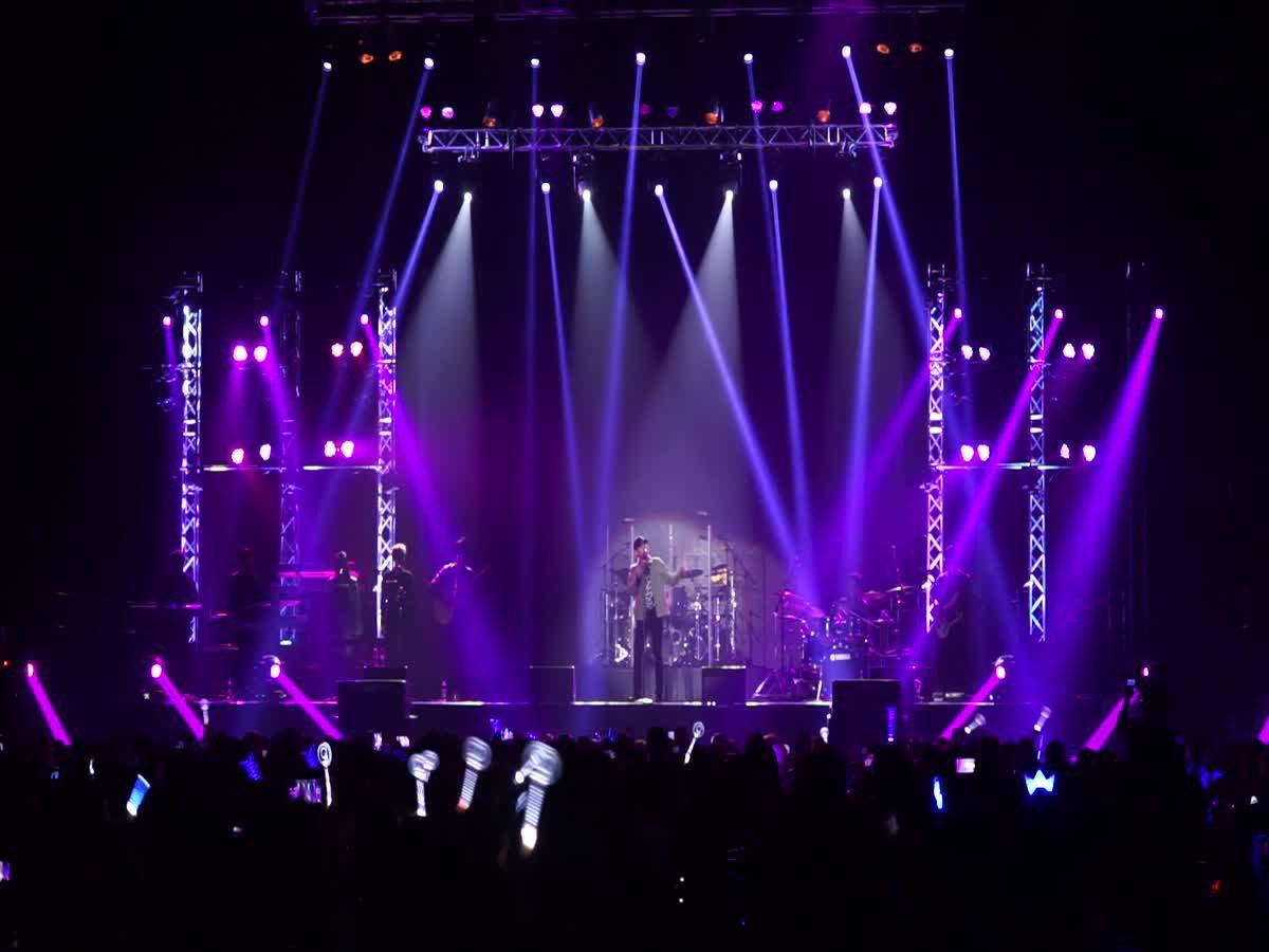 เสียงกรี๊ดสนั่น! เป๊ก ผลิตโชค เปิดเวทีคอนเสิร์ต ALL 4 ONE LIVE IN BANGKOK 2017 ด้วยเพลง โทษที่เอาแต่ใจ