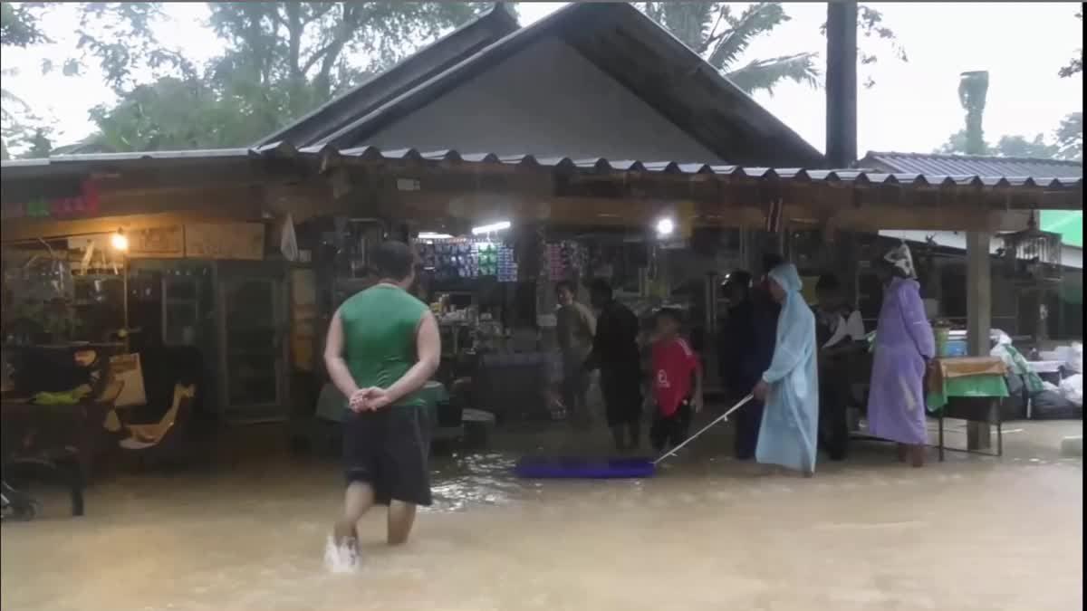 ฝนตกหนัก!! น้ำป่าไหลหลากท่วมบางพื้นที่ของอำเภอกันตัง