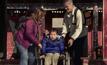ครอบครัวใจบุญรับเลี้ยงเด็กพิการจีน