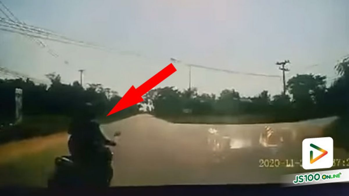 จยย.อยู่ซ้ายแต่เลี้ยวขวากะทันหัน รถยนต์มาไวพยายามหลบแต่ไม่พ้น..