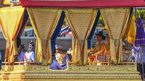 รวมภาพประวัติศาสตร์ ในหลวง-พระราชินี ประทับสุพรรณหงส์ เสด็จฯ เลียบพระนครทางชลมารค