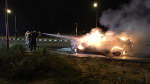 หนุ่มโคราชขับรถเก๋ง เกิดระเบิดไฟลุกท่วมทั้งคัน ตรวจสอบพบติดแก๊ส LPG