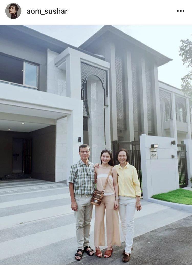 ออม สุชาร์ ซื้อบ้านหลังใหม่เป็นของขัญปีใหม่ให้พ่อแม่