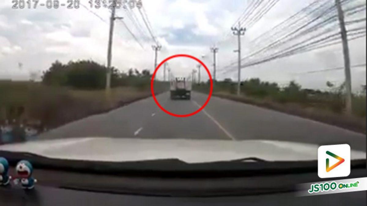อุบัติเหตุระหว่างรถกระบะกับรถบรรทุกชนกันเต็มเหนี่ยว ที่สะพาน แฟลต 2 เคหะเมืองใหม่บางพลี (19-9-2561)