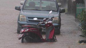 ฝนถล่ม! ระยอง น้ำท่วมขัง 1.50 เมตร รถจมมิด