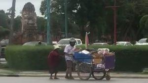 คลิปประทับใจ! เด็กอยุธยา จอดจยย.เข้าช่วยยายเข็นรถข้ามถนน