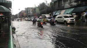 กรุงเทพฯ-ปริมณฑล ฝนถล่มหนัก ทำน้ำท่วมขังหลายพื้นที่ แนะขับขี่ระวัง