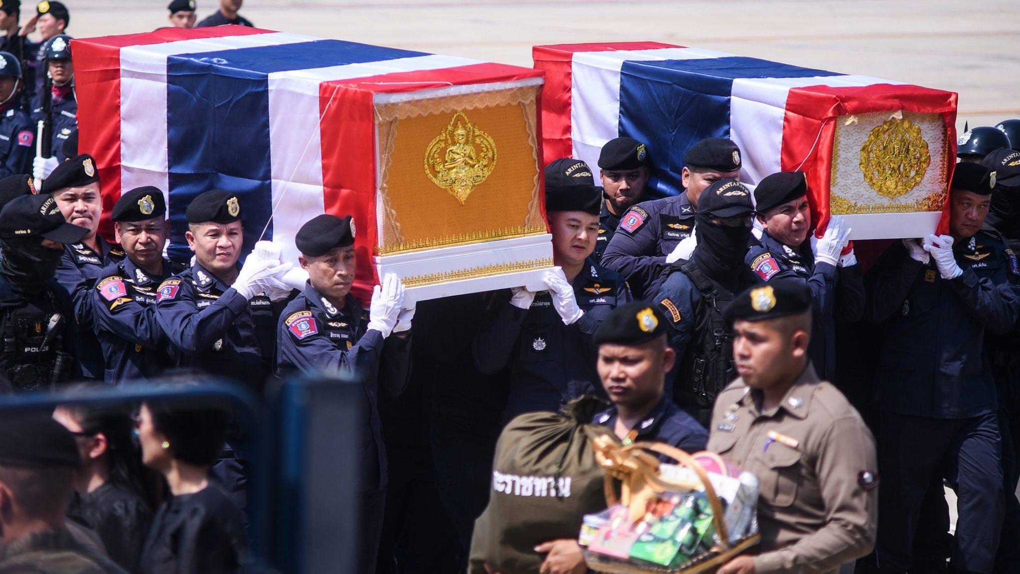 ประมวลภาพ ขบวนเกียรติยศ เคลื่อนร่างตำรวจฮีโร่ พลีชีพในเหตุกราดยิงโคราช