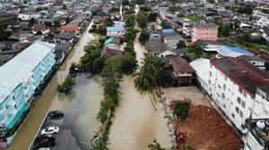 เร่งระบายน้ำท่วมขัง ในเขตเมืองคอน หลัง 'พายุปาบึก' เคลื่อนลงทะเลอันดามัน