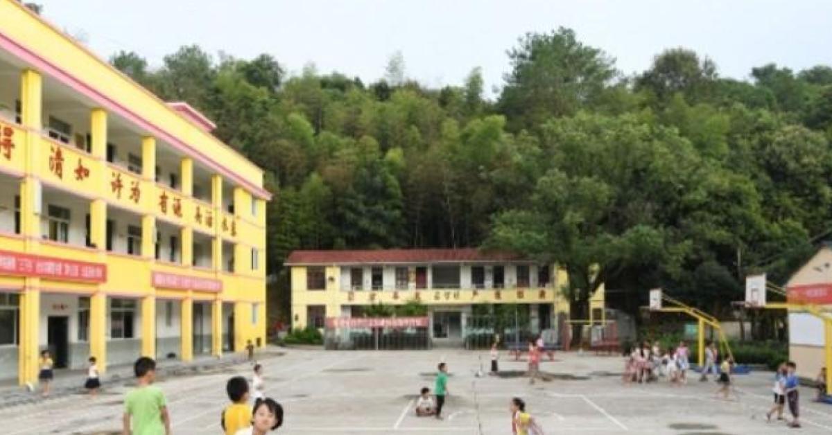 หนุ่ม 23 บุก พ่นน้ำกรดใน รร.อนุบาลจีน นักเรียนบาดเจ็บ 50 คน