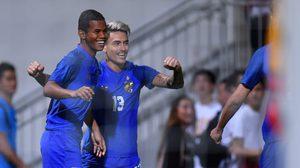 ผลบอล : ฮ่องกง vs ทีมชาติไทย !! ลูกเดียวต้นเกมพอ โรลเลอร์ ซัดนำชัย ช้างศึก 1-0