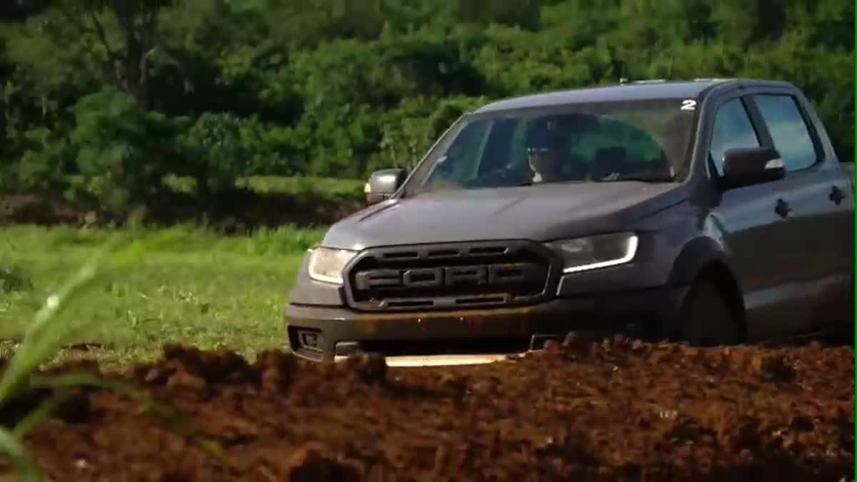 ทดสอบการขับขี่ Ford Ranger Raptor กระบะออฟโรดพันธุ์โหดบินได้