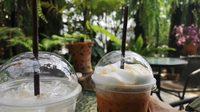 กาแฟบ้านสวนปันสุข : จิบกาแฟกลางสวนและแก๊งน้องไก่ย่านนนท์ฯ
