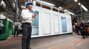 ธนาธร พาชมโรงงานผลิตอุปกรณ์ที่จะมอบให้ รพ. เพื่อหยุดการแพร่ระบาด COVID-19