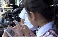 อินโดนีเซียแจกลูกไก่ให้เด็กหวังลดใช้มือถือ