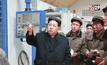 """""""คิม จองอึน"""" เยี่ยมชมโรงงานผลิตอาวุธ"""