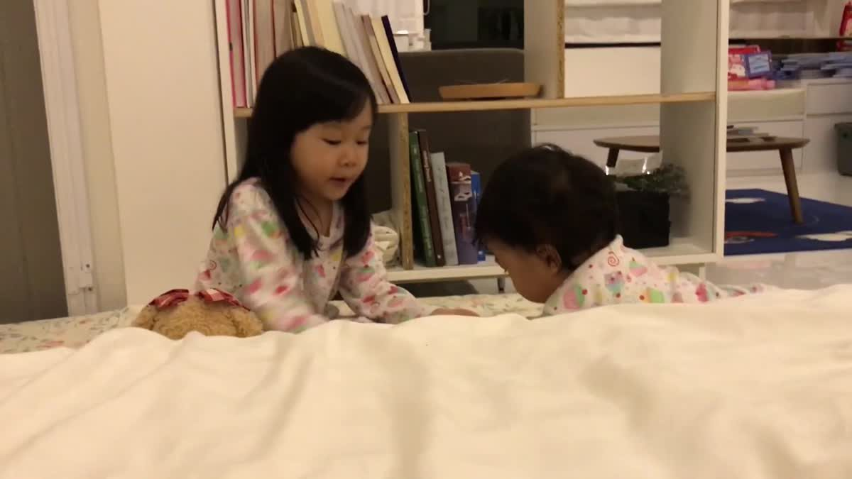 English with Rainnie EP.30 - Learning English Before Bedtime.