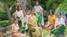 สุดยอด! โรงเรียนสงวนหญิง ให้นักเรียนทุกคนแต่งชุดไทย ร่วมงานวันภาษาไทยแห่งชาติ