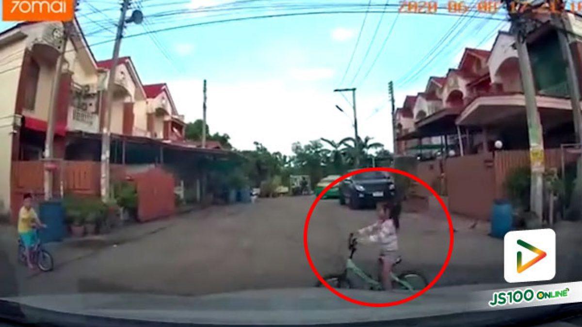 ขับขี่ในชุมชนต้องระวังและใช้ความเร็วที่เหมาะสม เกือบแล้วนะหนู (08/06/2020)