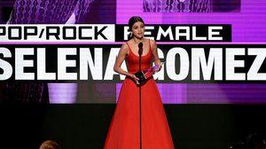 เฉิดฉาย! Selena Gomez ปรากฏตัวในงาน 2016 American Music Awards
