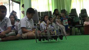 ครูมัธยมเชียงใหม่เจ๋ง สร้างหุ่นยนต์ไว้เป็นสื่อสอนหนังสือ