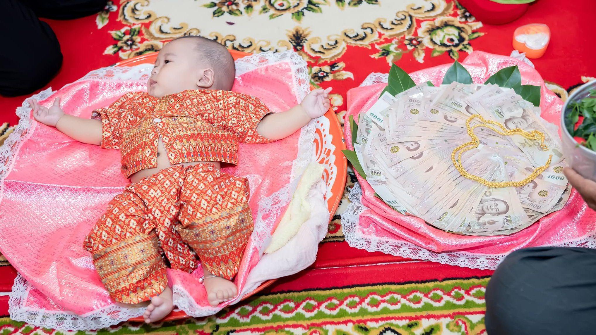 มิติใหม่สินสอดแต่งงาน ใส่ทารกมาพร้อมกับแก้วแหวนเงินทอง