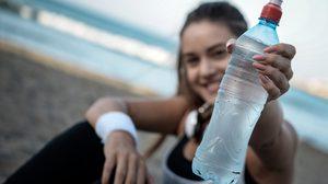 รู้ไหม? เราควรดื่มน้ำวันละกี่ลิตร นี่คือปริมาณน้ำดื่มในแต่ละวัน เทียบตามน้ำหนักตัว