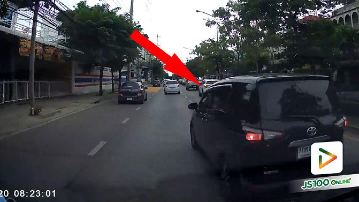 แซงปาดหน้าเข้าเลนกลางเพื่อกลับรถ ยอมใจพี่จริงๆ.. (03/08/2020)
