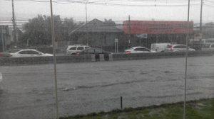 เกิดอุบัติเหตุ ถ.มิตรภาพ ขาเข้าช่วงกม.100 หลังฝนตกถนนลื่น