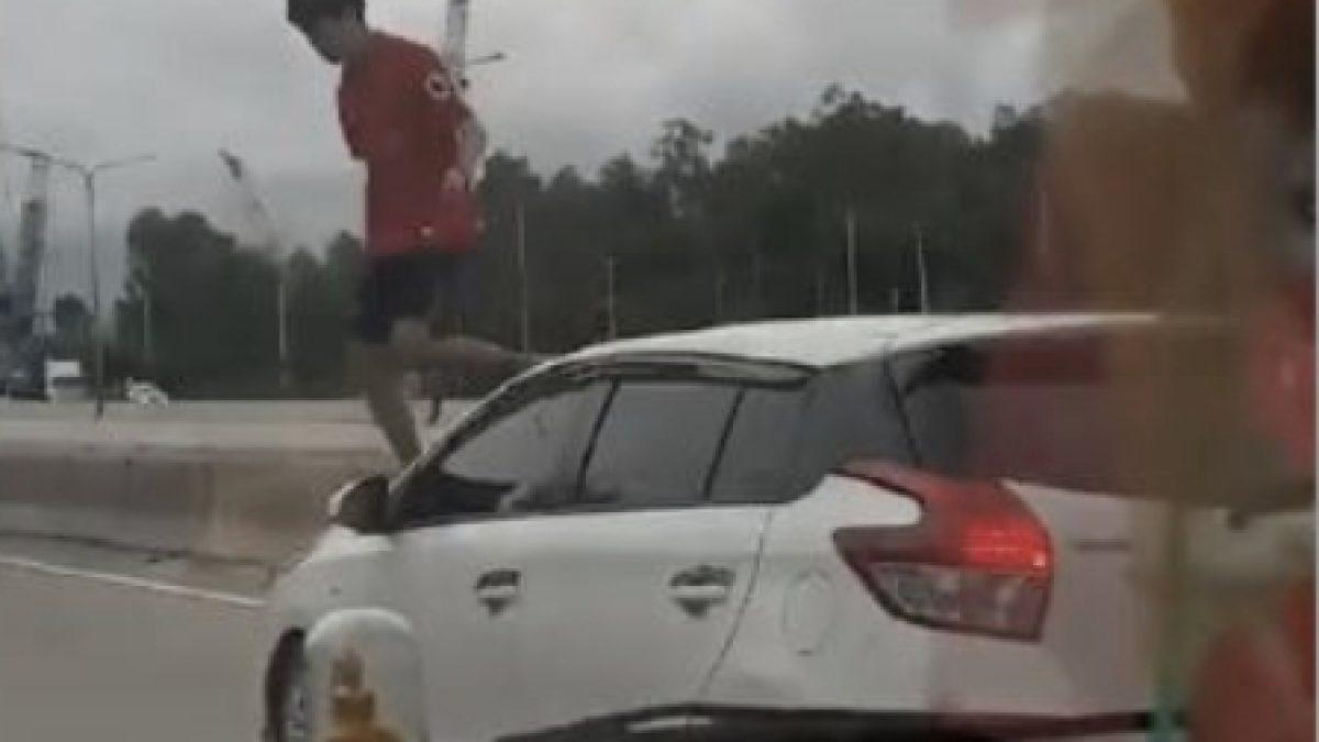 วัยรุ่นคะนอง กระโดดถีบรถ..กระทืบหลังคารถผู