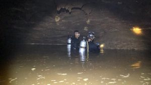 เผยภาพน้ำลึก 5 เมตรในถ้ำหลวง หน่วยซีลต้องดำผ่านเข้าสู่ห้องโถงใหญ่