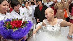 รักแท้! หนุ่มจีนขอแต่งงาน เจ้าสาวป่วยเป็น มะเร็งระยะสุดท้าย