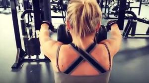 ท่าออกกำลังกายที่ลดขนาดหน้าอก Exercises to Reduce Breast Size