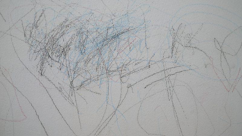 ทริคง่ายๆ ลบคราบดินสอสีบนผนัง ที่บ้านให้หายเกลี้ยง