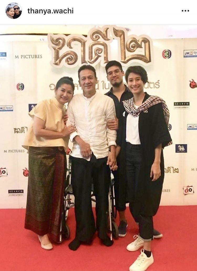 ครอบครัว วชิรบรรจง ก็พร้อมใจกันใส่ชุดผ้าไทย