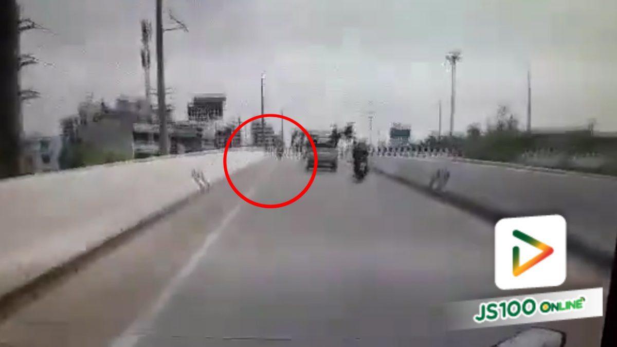 รถจยย.ขับย้อนศรบนสะพานกลับรถ!! (25-03-61)