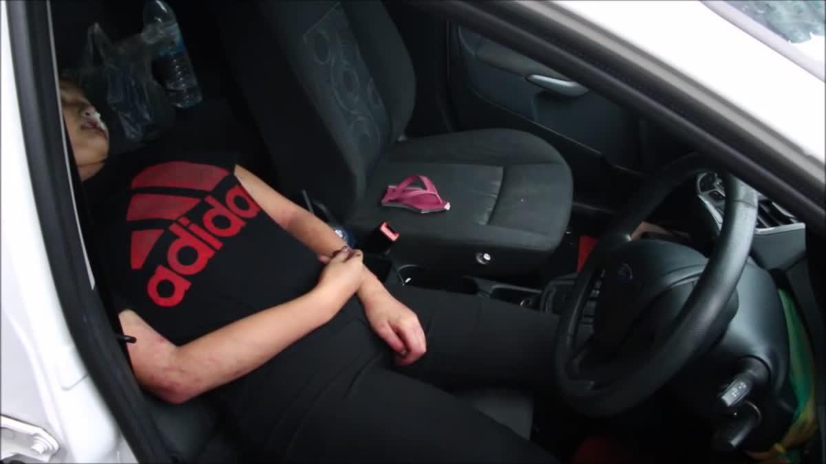 สาววัย 23 ปี ฆ่าตัวตายพิสดาร จุดเตาถ่านขังตัวเองในรถ