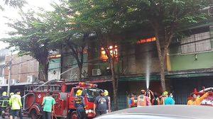 ระทึก! ไฟไหม้อาคารพาณิชย์ ซอยวุฒากาศ 1 เพลิงลุกลาม วอดกว่า 6 คูหา