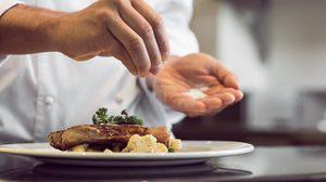 มาหาคำตอบ ซื้ออาหารทานเอง จะลดความเค็มได้อย่างไร?