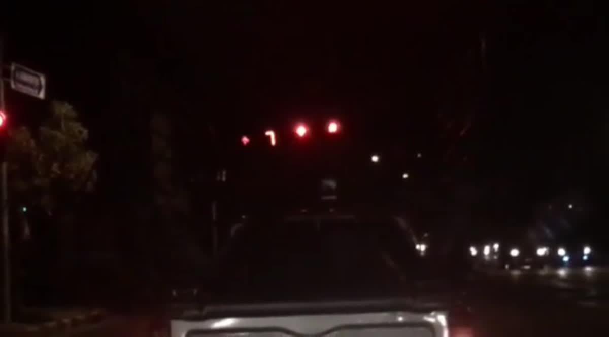 คลิปไฟเขียวแบบนี้เข้าเกียร์ปุ๊บแดงปั๊บ ถนนฉองกรุง (22-01-61)