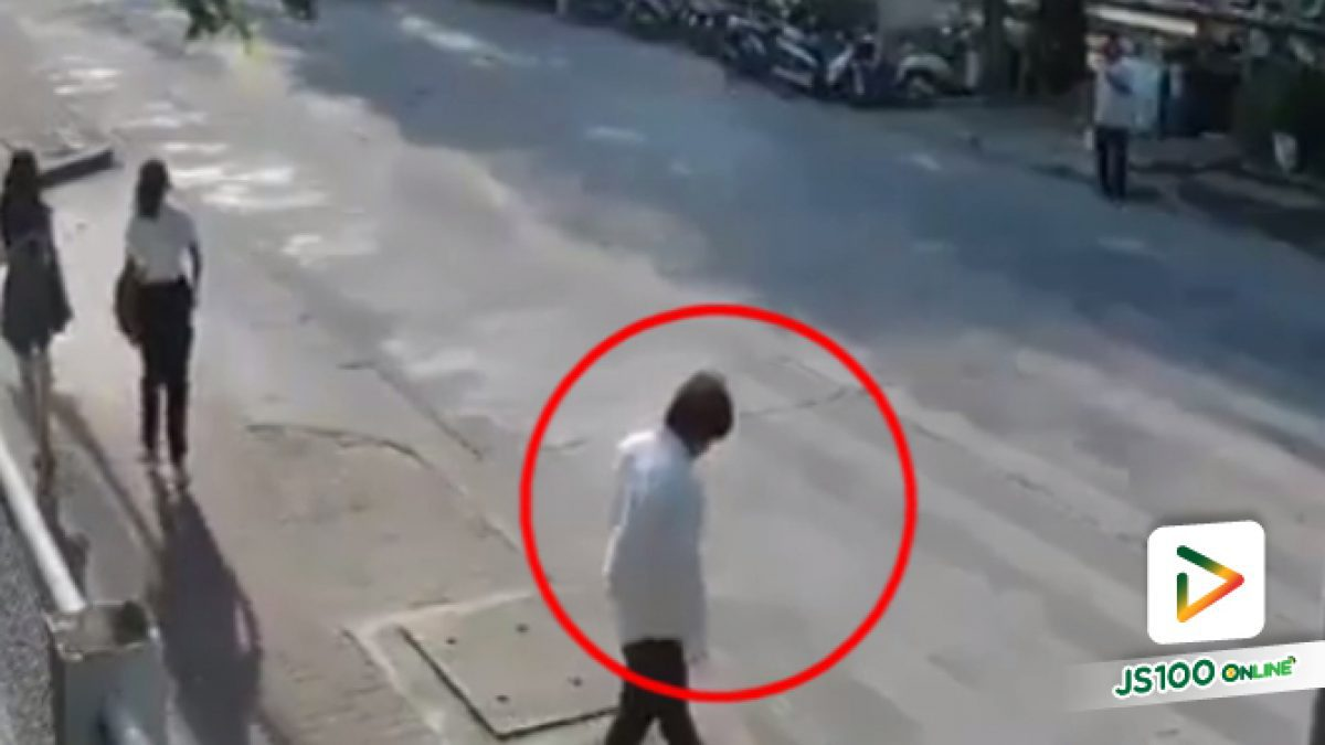 ชายเดินข้ามถนนแล้ววิ่งหันหลังกลับมาชนกับจยย. (27-04-61)