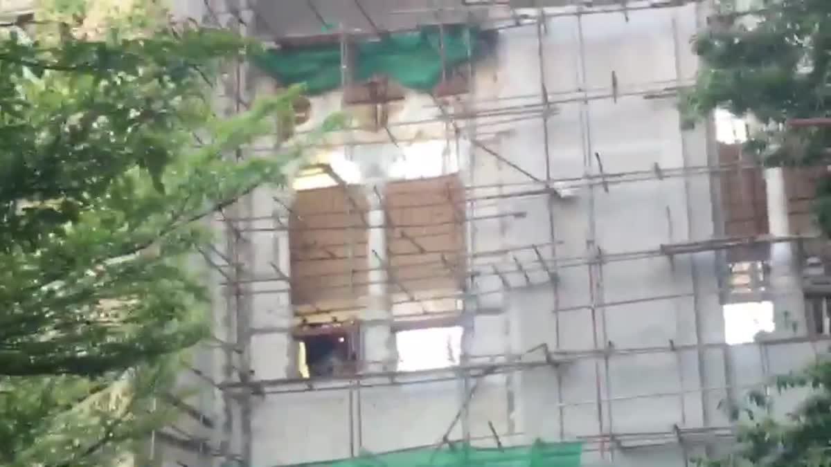 คนงานก่อสร้างในทำเนียบ ตกนั่งร้านชั้น 5 บาดเจ็บ