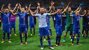 ไขข้อข้องใจ ทำไมนามสกุลนักเตะ ไอซ์แลนด์ ต้องลงท้ายด้วย สัน กันทุกคน