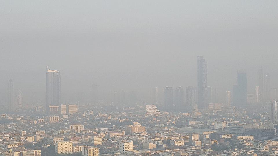 ฝุ่น PM2.5 เมืองกรุงยังวิกฤต เกินค่ามาตรฐาน 39 พื้นที่ ทำเห็นตึกสูงเลือนลาง